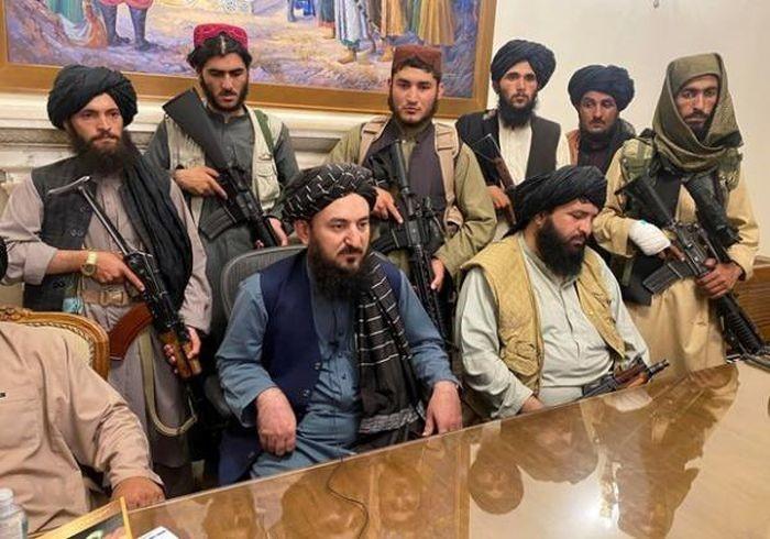 lanh dao taliban au da trong dinh tong thong afghanistan vi bat dong viec thanh lap chinh phu moi