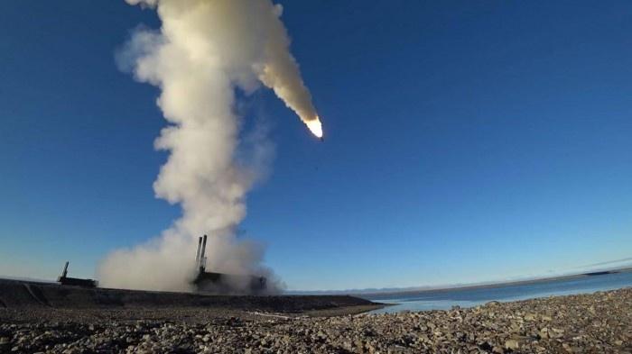 Nga diễn tập bắn tên lửa diệt mục tiêu tàu sân bay gần Crimea cùng thời điểm Ukraine tập trận chung với Mỹ