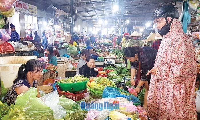 Quảng Ngãi: Dự trữ hàng hóa thiết yếu mùa mưa, bão