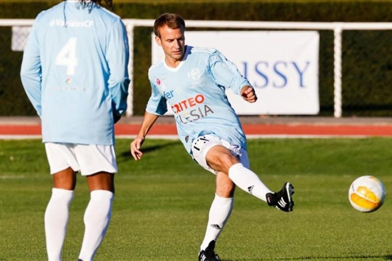 Tổng thống Pháp đá bóng, ghi quả penalty trong trận bóng đá từ thiện