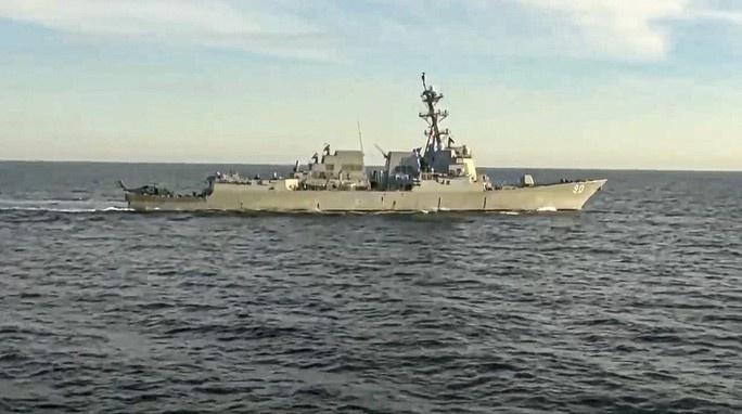 Tàu khu trục Mỹ trên biển Nhật Bản bị Nga truy đuổi