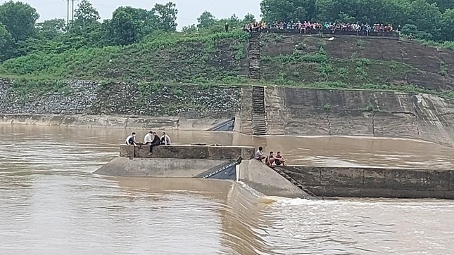 Sự chủ quan qua vụ lật tàu trên sông của đoàn Sở GTVT Quảng Trị có