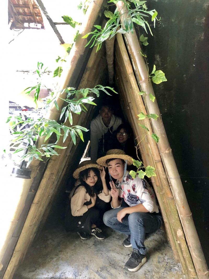 Trưng bày nhữngcăn hầm chữ A thăng bom mỹ tại Di tích Nhà tù Hỏa Lò