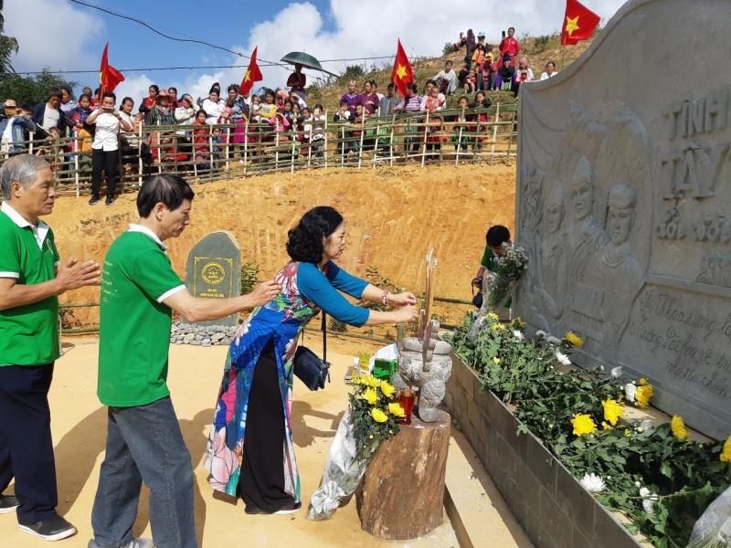 Khánh thành Bia lưu niệm Tây Tiến và trao tặng Quỹ khuyến học Trường tiểu học Tây Tiến- Sài Khao