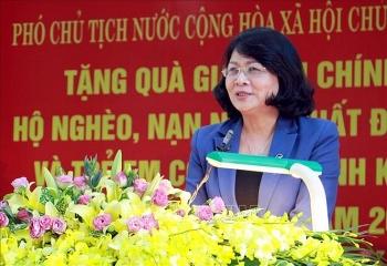 pho chu tich nuoc dang thi ngoc thinh tham tang qua cong nhan lao dong doi tuong chinh sach tai bac giang