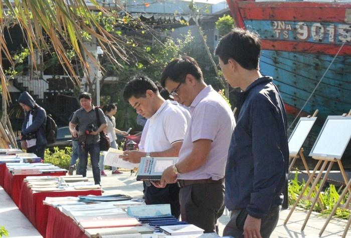 Đà Nẵng tiếp nhận tư liệu, hiện vật quý khẳng định chủ quyền Việt Nam đối với quần đảo Hoàng Sa