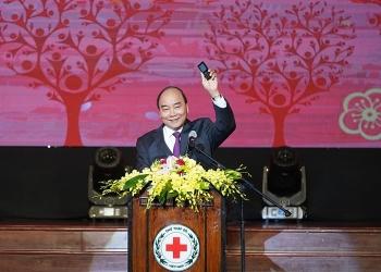 thu tuong nguyen xuan phuc nhan tin ung ho nguoi ngheo trong chuong trinh suc manh nhan dao 2020