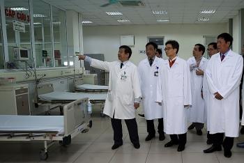 Phó Thủ tướng Vũ Đức Đam kiểm tra công tác sẵn sàng cách ly, điều trị người bị viêm hô hấp cấp do virus Corona