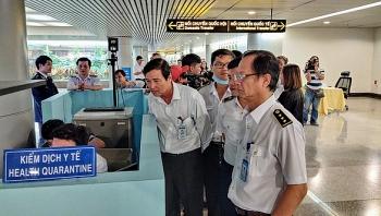 Thắt chặt kiểm soát phòng chống bệnh viêm hô hấp cấp xâm nhập tại sân bay Tân Sơn Nhất