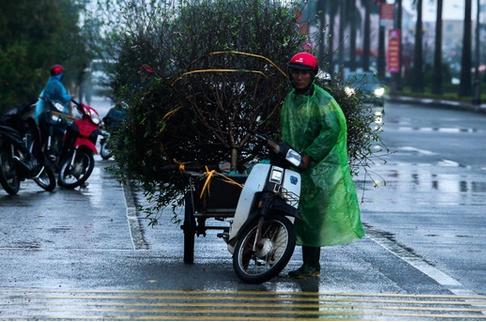 Do ảnh hưởng không khí lạnh, từ đêm 30 Tết ở Bắc Bộ và Bắc Trung Bộ có mưa, mưa rào nhiều nơi, trời rét