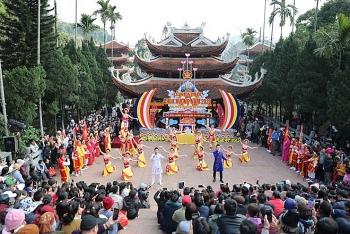 Gần 4 vạn người trẩy hội chùa Hương trong ngày khai hội