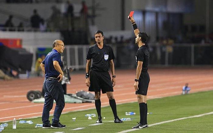 AFC quyết định kỷ luật đối với Huấn luyện viên Park Hang Seo do phản ứng trọng tài