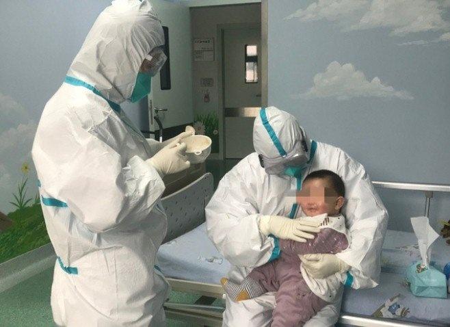 Dịch COVID-19: Sức khỏe bé 3 tháng tuổi nhiễm bệnh tiến triển tốt và sẽ sớm được ra viện