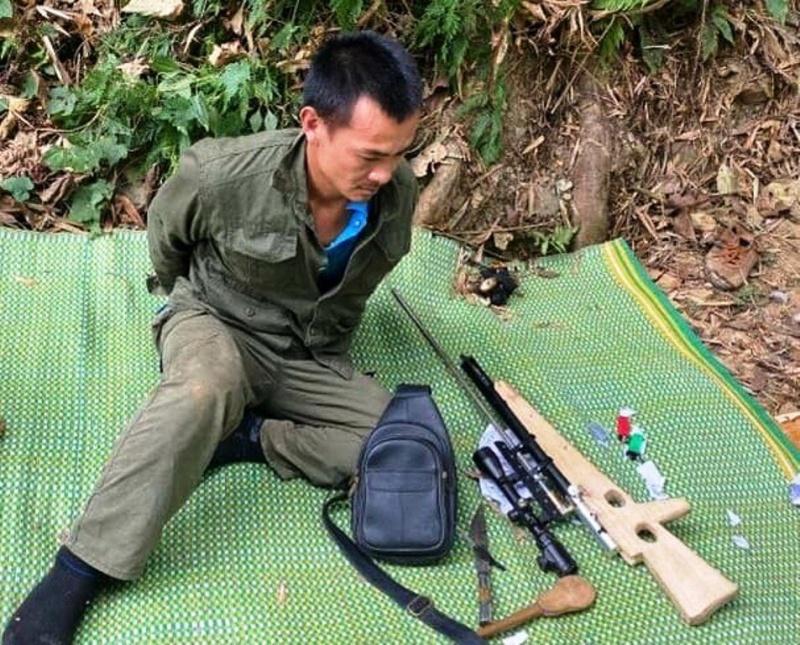 Đối tượng buôn ma túy dùng dao chống trả khi bị vây bắt