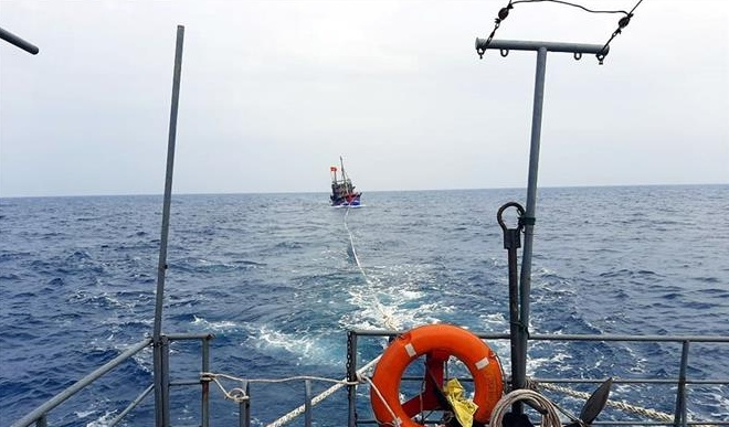 Bộ đội Biên phòng Nghệ An kịp thời cứu nạn tàu cá cùng 6 thuyền viên bị nạn trên biển
