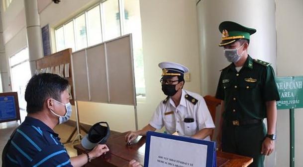 Bố trí phiên dịch tiếng Anh, Trung Quốc và Hàn Quốc hỗ trợ công tác kiểm dịch y tế