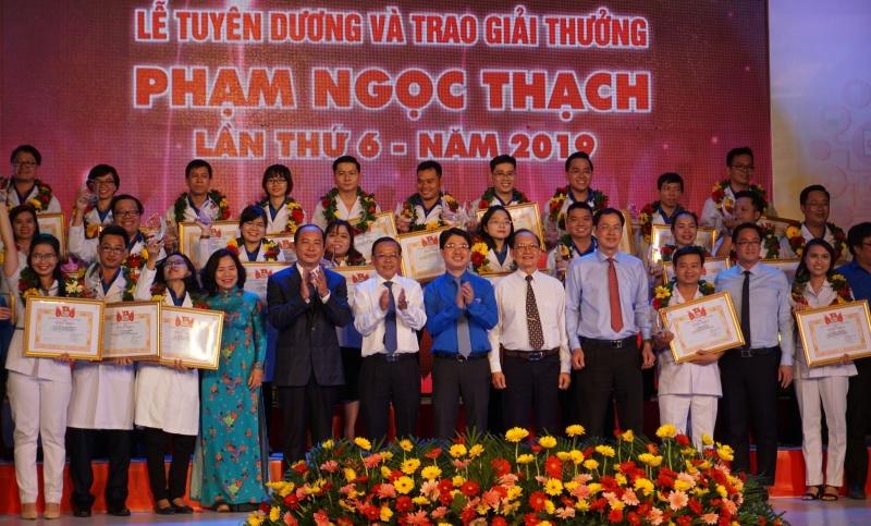 Kỷ niệm 65 năm Ngày Thầy thuốc Việt Nam: Trao Giải thưởng Phạm Ngọc Thạch cho 28 thầy thuốc trẻ