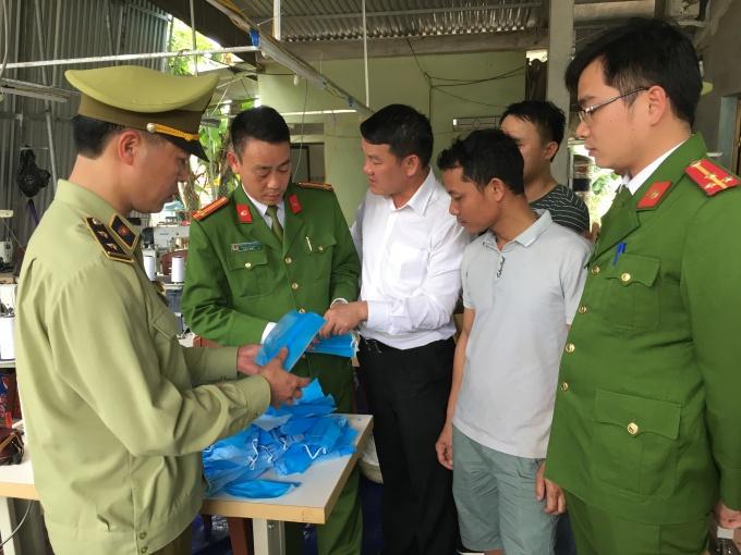 Phát hiện cơ sở sản xuất khẩu trang kém chất lượng