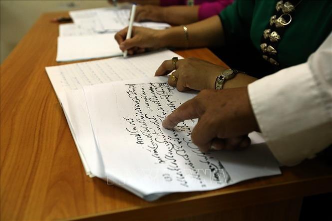 Bảo tồn tiếng nói, chữ viết để giữ gìn bản sắc dân tộc