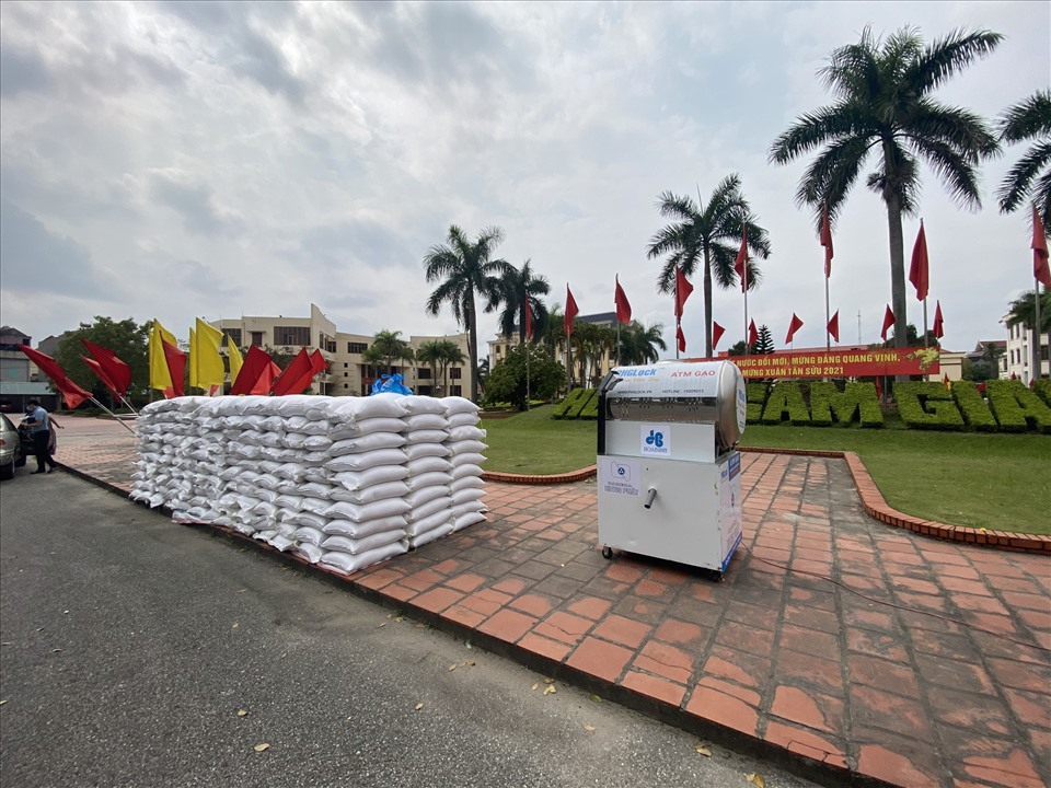 Hải Dương lắp đặt cây 'ATM gạo' miễn phí đầu tiên, tiếp sức người dân chống dịch