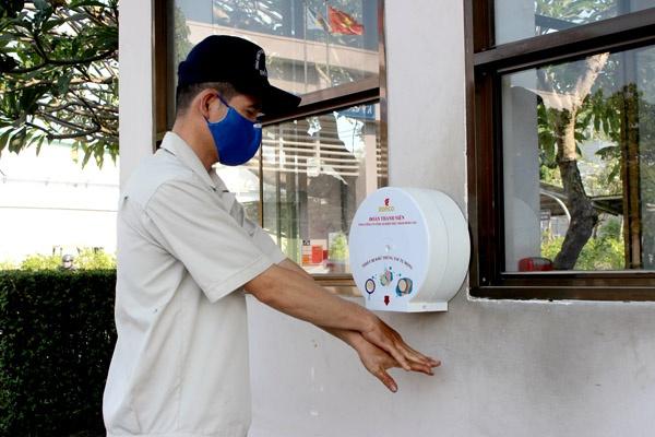 Thanh niên sáng chế thiết bị rửa tay tự động