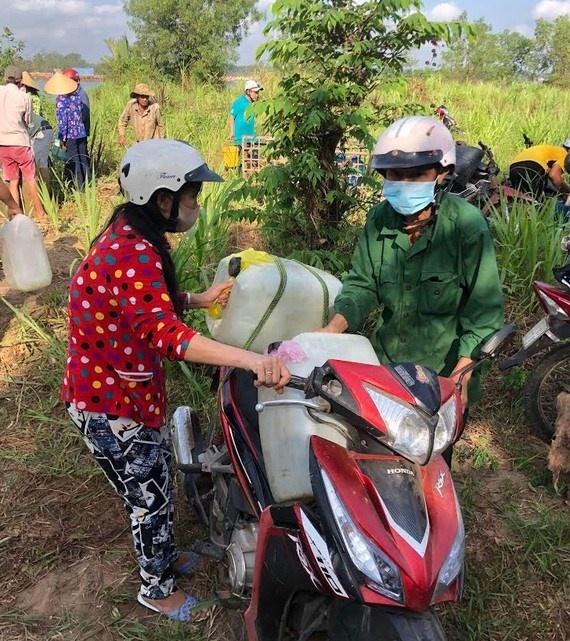 thang thanh nien 2020 chuyen hon 36 trieu lit nuoc ngot cho nguoi dan vung han man