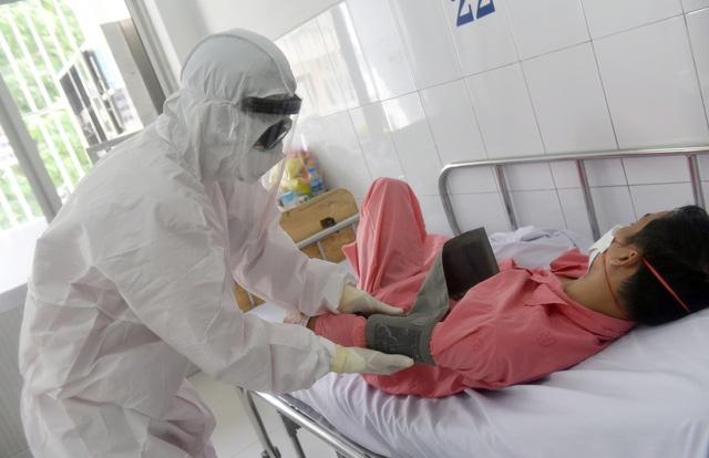 Y, bác sĩ Bệnh viện Bạch Mai toàn tâm chăm sóc người bệnh