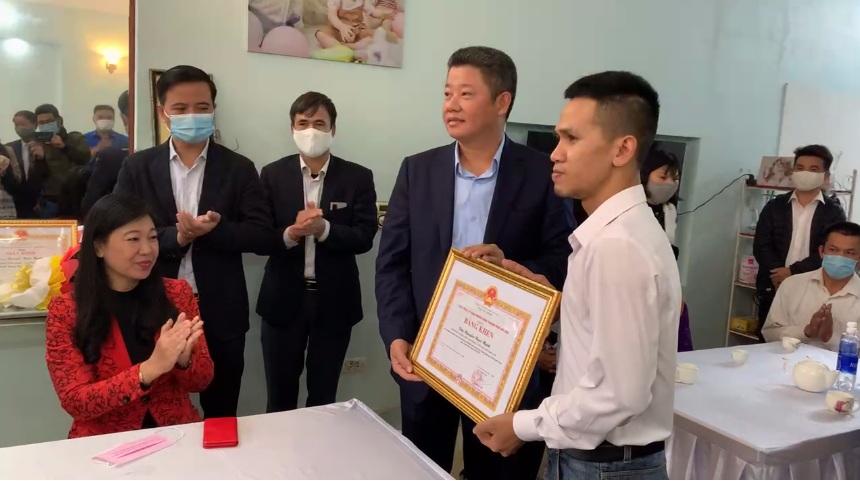 Bí thư Thành ủy Vương Đình Huệ gửi thư khen người cứu bé gái rơi từ tầng 12 chung cư