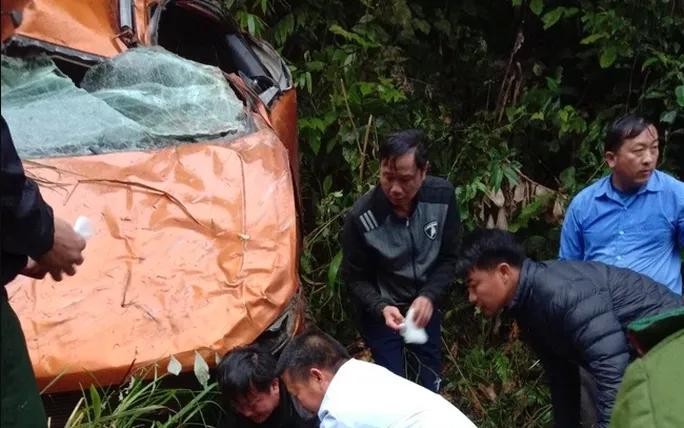 Ô tô rơi xuống vực sâu, 3 cán bộ huyện ở Nghệ An thương vong