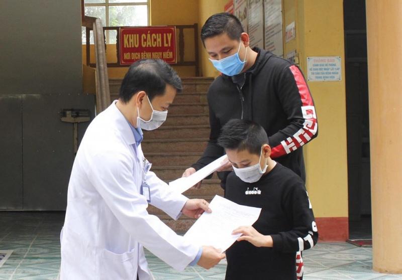 Bé trai 11 tuổi điều trị tại Trung tâm Y tế huyện đã khỏi bệnh