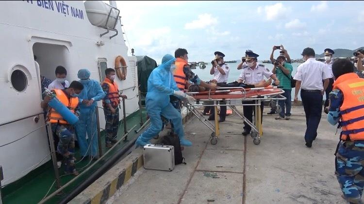 Kiên Giang: Cứu nạn thành công 5 ngư dân bị ngạt khí khi đang làm việc trên tàu