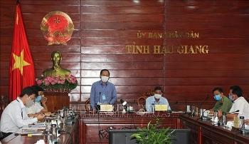 Hậu Giang quyết liệt phòng chống dịch nhưng không 'ngăn sông, cấm chợ'