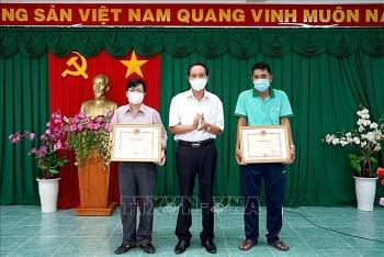 Bình Thuận: Động viên, khen thưởng kịp thời đội ngũ nhân viên y tế làm công tác phòng, chống dịch COVID-19