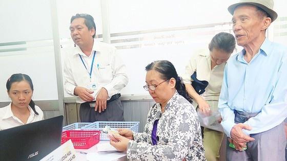 Thành phố Hồ Chí Minh: 115.000 cán bộ hưu trí được nhận lương tại nhà trong thời gian phòng, chống dịch COVID-19
