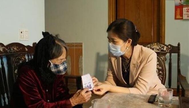 Thanh Hóa: Mẹ liệt sỹ 90 tuổi ủng hộ hoạt động phòng chống dịch COVID-19
