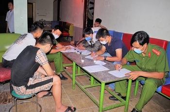 Quảng Nam: Bất chấp yêu cầu tạm dừng, quán karaoke vẫn hoạt động trong dịch COVID-19