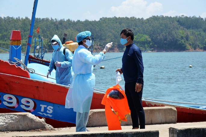 Quảng Ngãi: 4 ngư dân trên tàu cá bị đâm chìm ở Hoàng Sa đã vào bờ an toàn