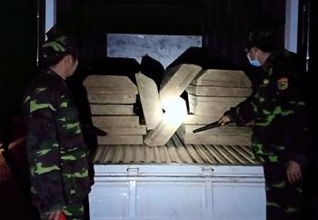 Thừa Thiên - Huế: Bắt giữ xe ô tô tải vận chuyển gỗ trái phép 