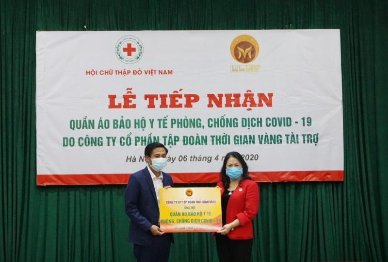 Hỗ trợ quần áo bảo hộ y tế cho lực lượng tham gia công tác phòng, chống dịch tuyến đầu