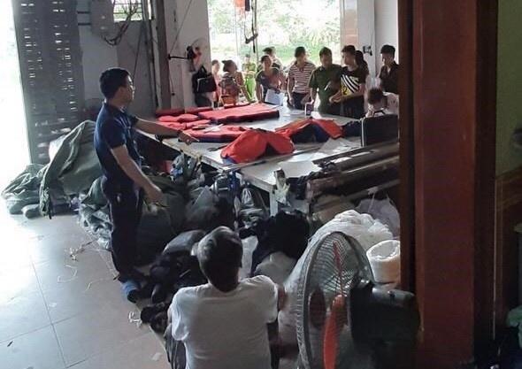 Truy tố chủ cơ sở 'đầu mối' sản xuất quần áo giả hàng hiệu