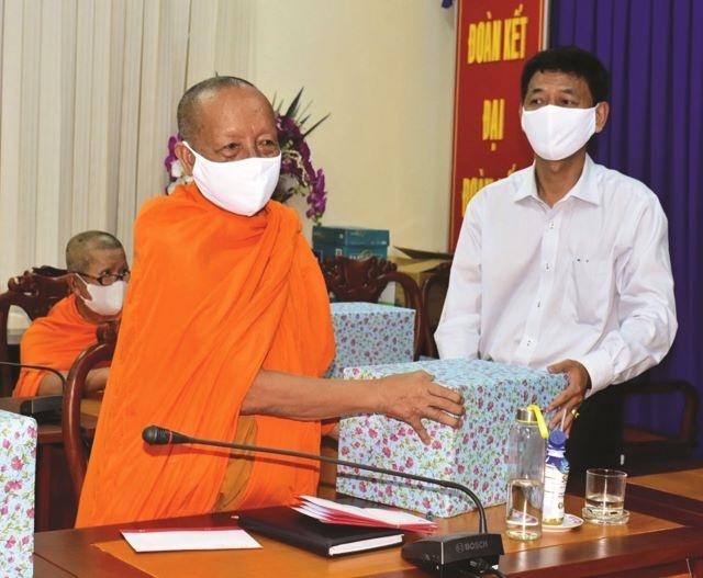 Tuyên truyền, vận động đồng bào Khmer Nam Bộ đón Tết cổ truyền Chôl Chnăm Thmây tại nhà vì dịch COVID-19