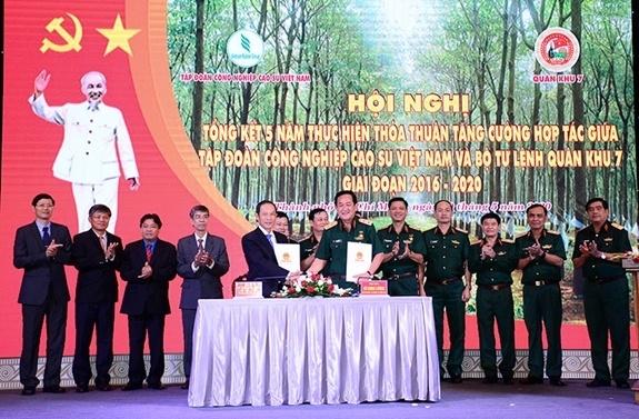Bộ Tư lệnh Quân khu 7 và Tập đoàn Công nghiệp Cao su Việt Nam đẩy mạnh hợp tác giai đoạn 2020-2025