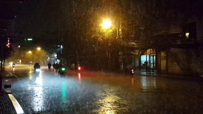 Tối và đêm 3/6, vùng núi Bắc Bộ có nơi mưa to, khả năng xảy ra lốc, sét, mưa đá và gió giật mạnh