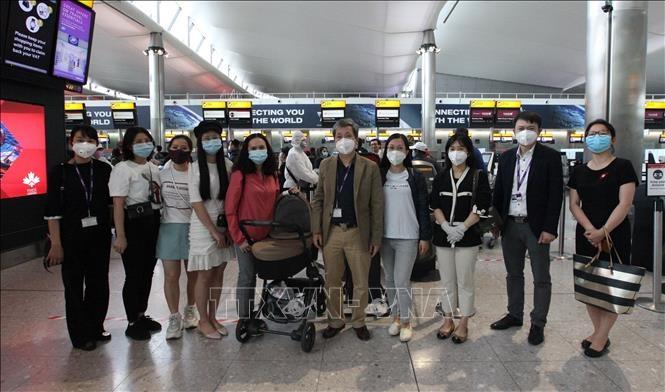 Đưa gần 340 công dân Việt Nam từ Anh về nước an toàn