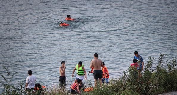 Một học sinh tử vong do đuối nước khi tắm sông Đà