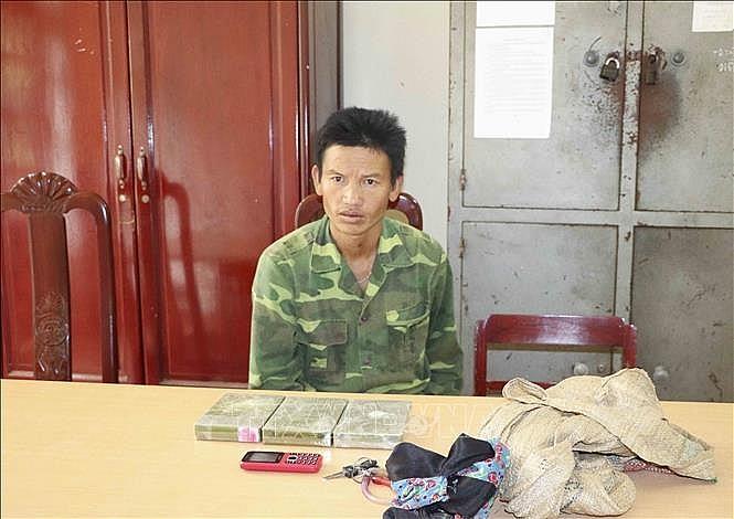 bat doi tuong mua ban van chuyen trai phep 3 banh heroin