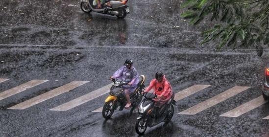 Ba miền đều có mưa dông, vùng núi Bắc Bộ đề phòng lũ quét, sạt lở đất