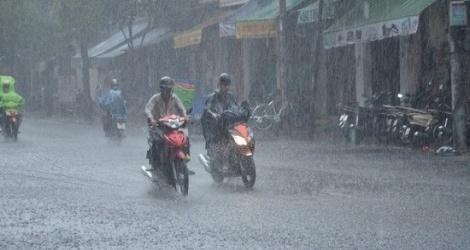 Bắc Bộ và Trung Bộ mưa dông, đề phòng thời tiết nguy hiểm