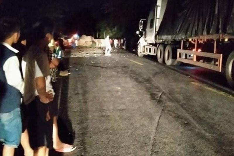 Xe container mất lái, tài xế nhảy khỏi xe tử vong