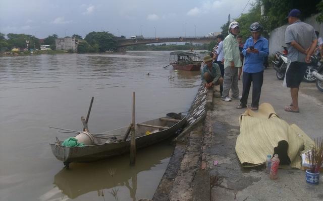 Phát hiện thi thể 3 mẹ con bỏ nhà đi dưới sông Thương